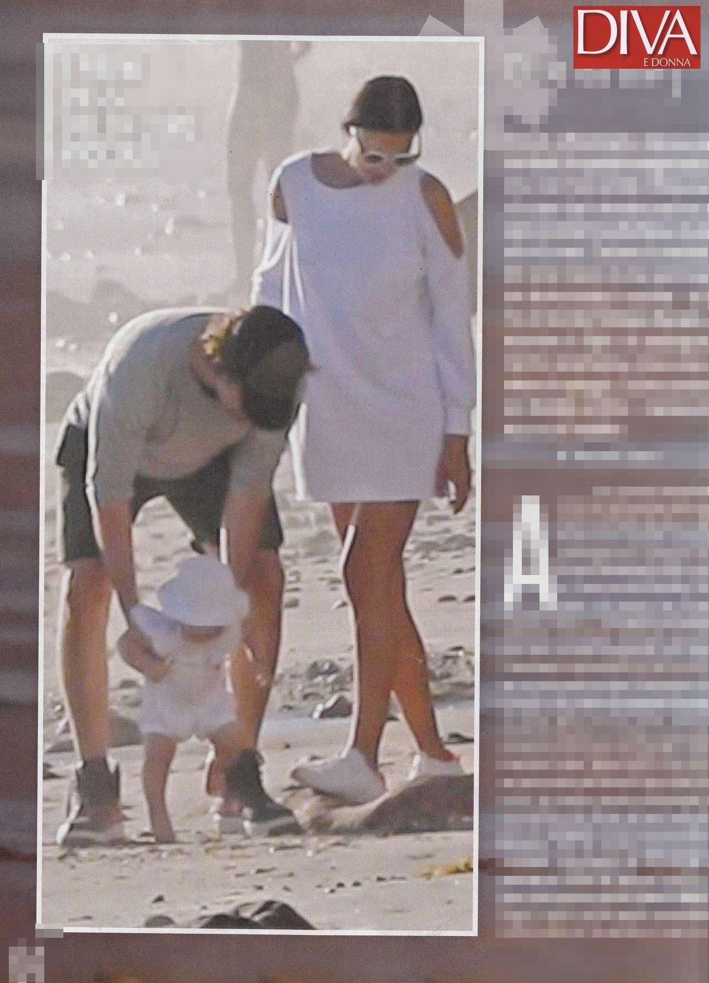 Irina Shayk e Bradley Cooper, passeggiata d amore in riva al mare