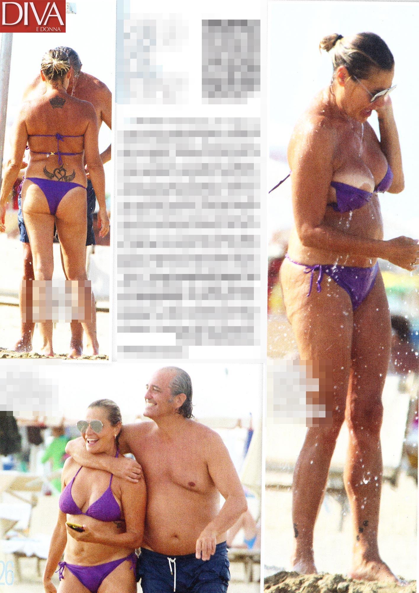 Simona Ventura, doccia bollente con topless in spiaggia
