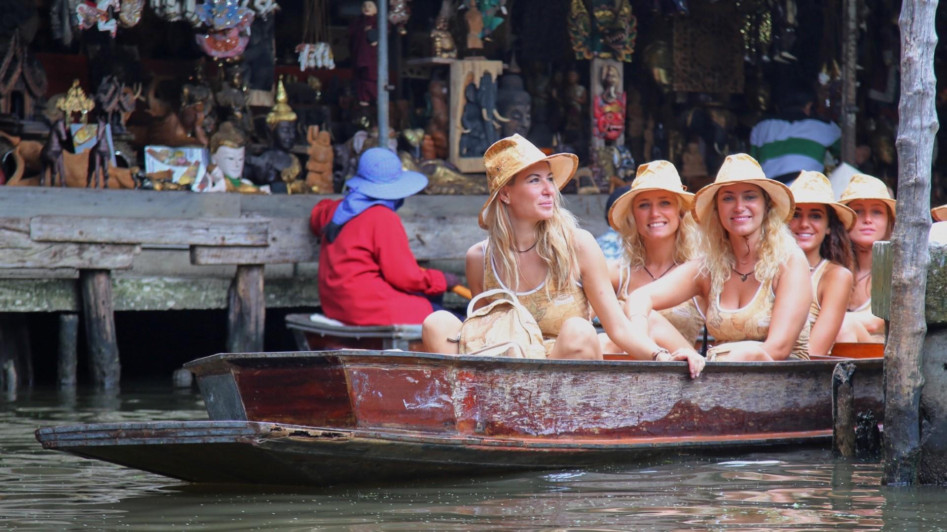 Donnavventura: i mercati galleggianti della Thailandia