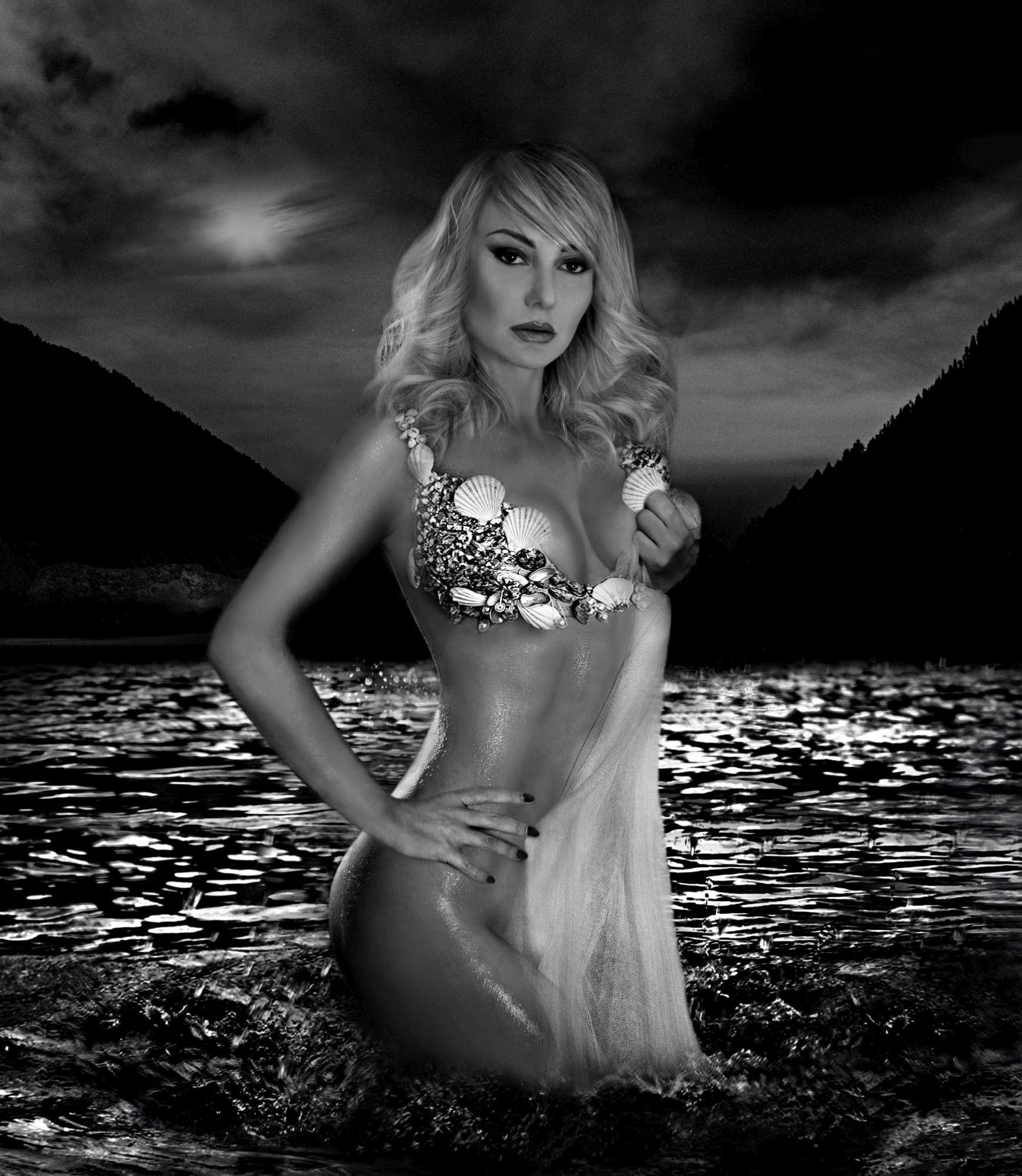 Nicole Malgarini Nude Photos