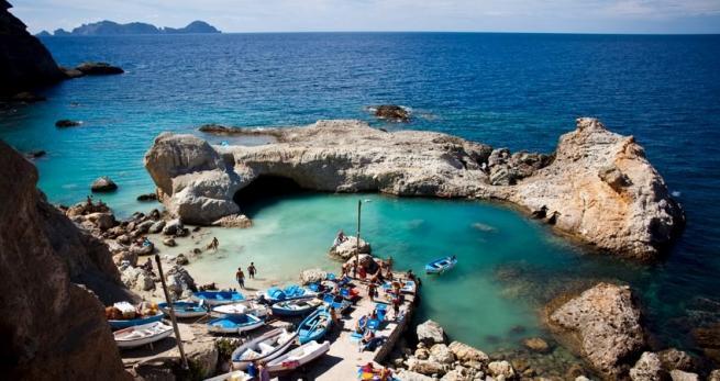 Ponza, storia affascinante e spiagge da sogno