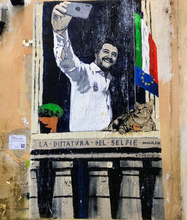 Roma, Matteo Salvini e  La dittatura del selfie : Tvboy colpisce ancora