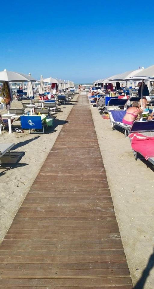 Torna il sole dopo la tempesta: la spiaggia di Milano Marittima riapre a tempo di record