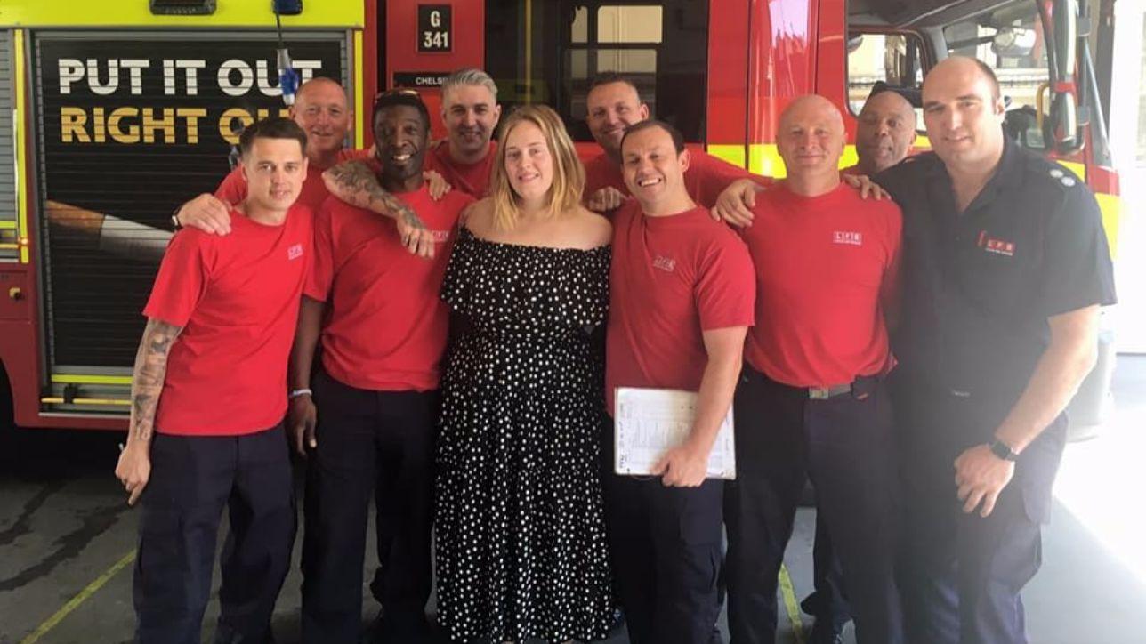 Adele la diva a sopresa tra gli eroi di grenfell tower foto tgcom24 - Porno diva italiana ...