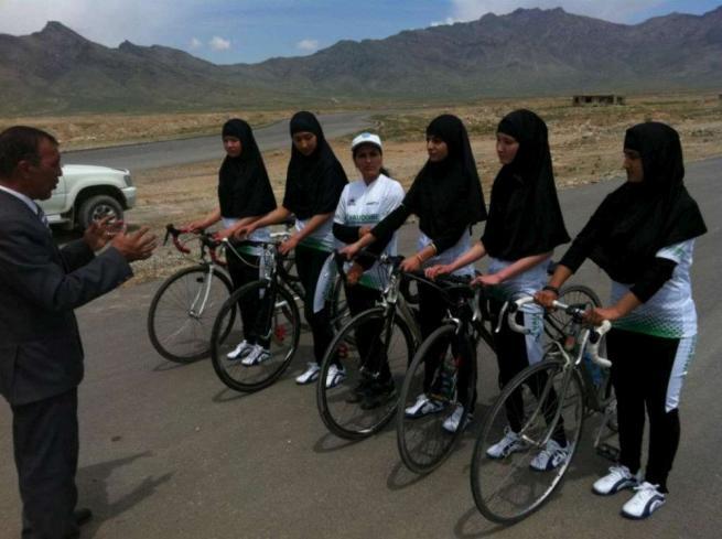 Nobel Pace, l Italia candida le cicliste afghane:  Simbolo di un futuro ecologico
