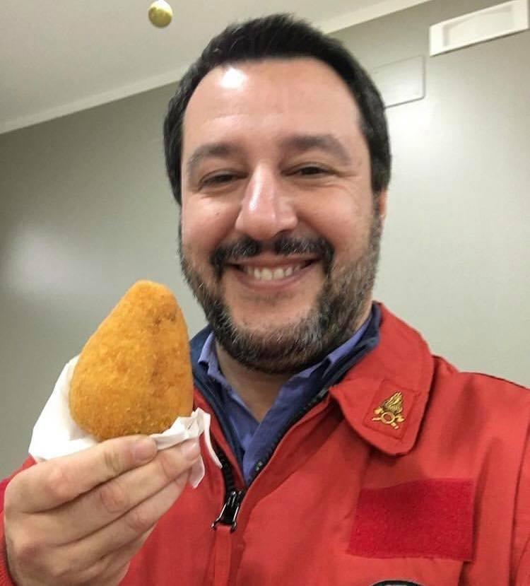 Salvini in divisa, i mille  volti  del ministro dell Interno