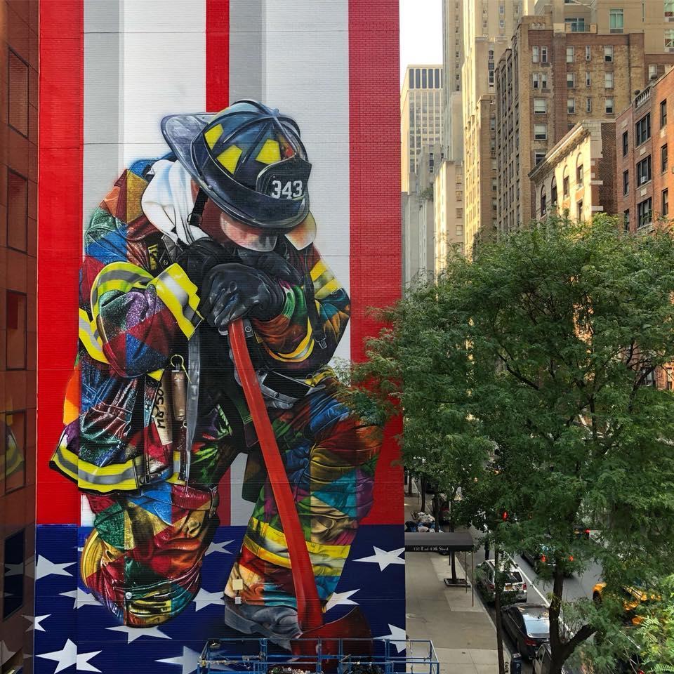 Foto Murales New York.New York Un Murale Gigante Celebra I Pompieri Eroi Dell 11