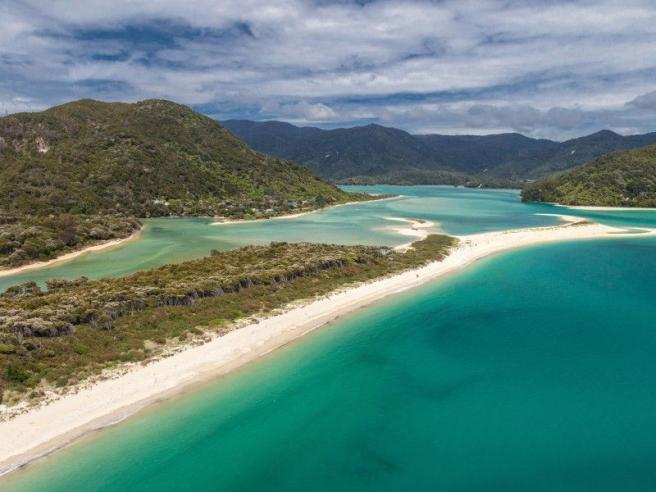 Nuova Zelanda, la spiaggia bianca di Abel Tasman è salva grazie a una campagna web
