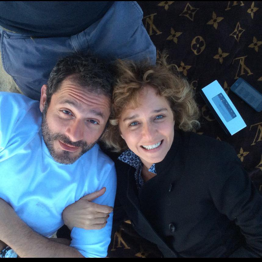 Valeria Golino e Gianluca De Marghi, passeggiata romantica in riva al mare