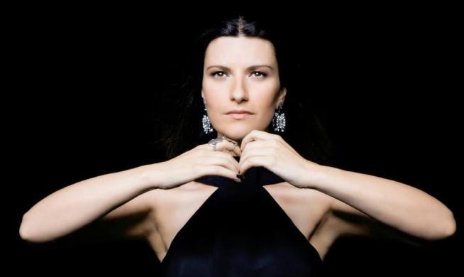 Laura Pausini festeggia 20 anni di carriera con concerto-evento a New York