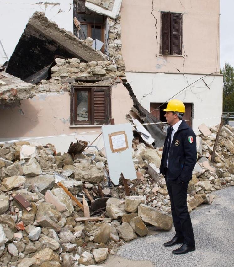 Terremoto nel Centro Italia, la visita di Renzi ad Accumoli