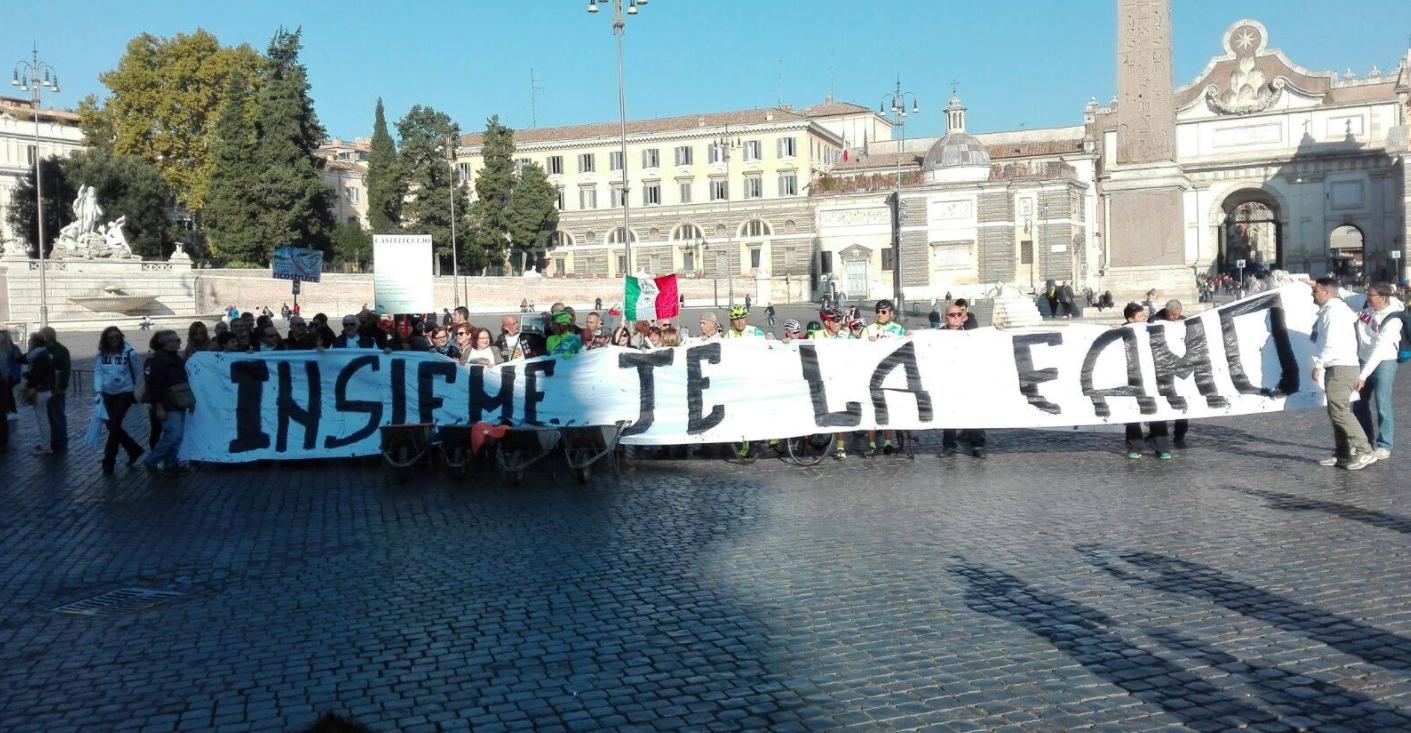 Roma, la protesta dei terremotati davanti a Montecitorio:  Le macerie sono ancora tutte lì