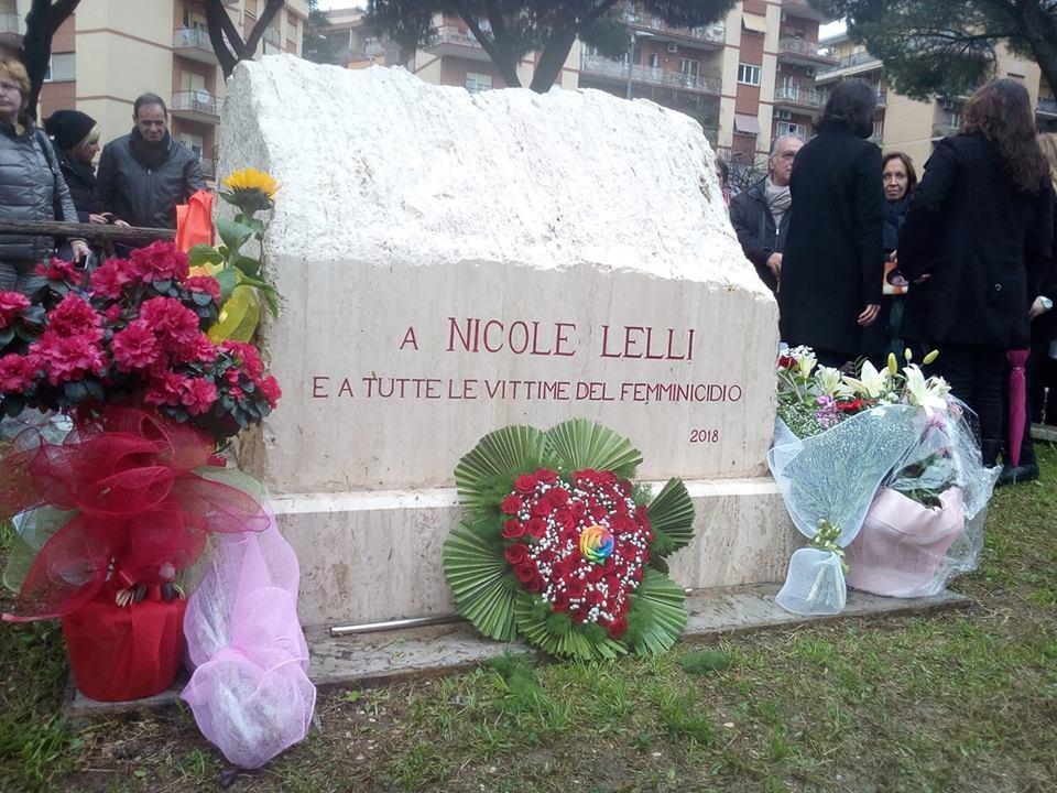 Roma, inaugurato il primo monumento alle vittime di femminicidio: è in memoria di Nicole Lelli, uccisa nel 2015 dall ex marito