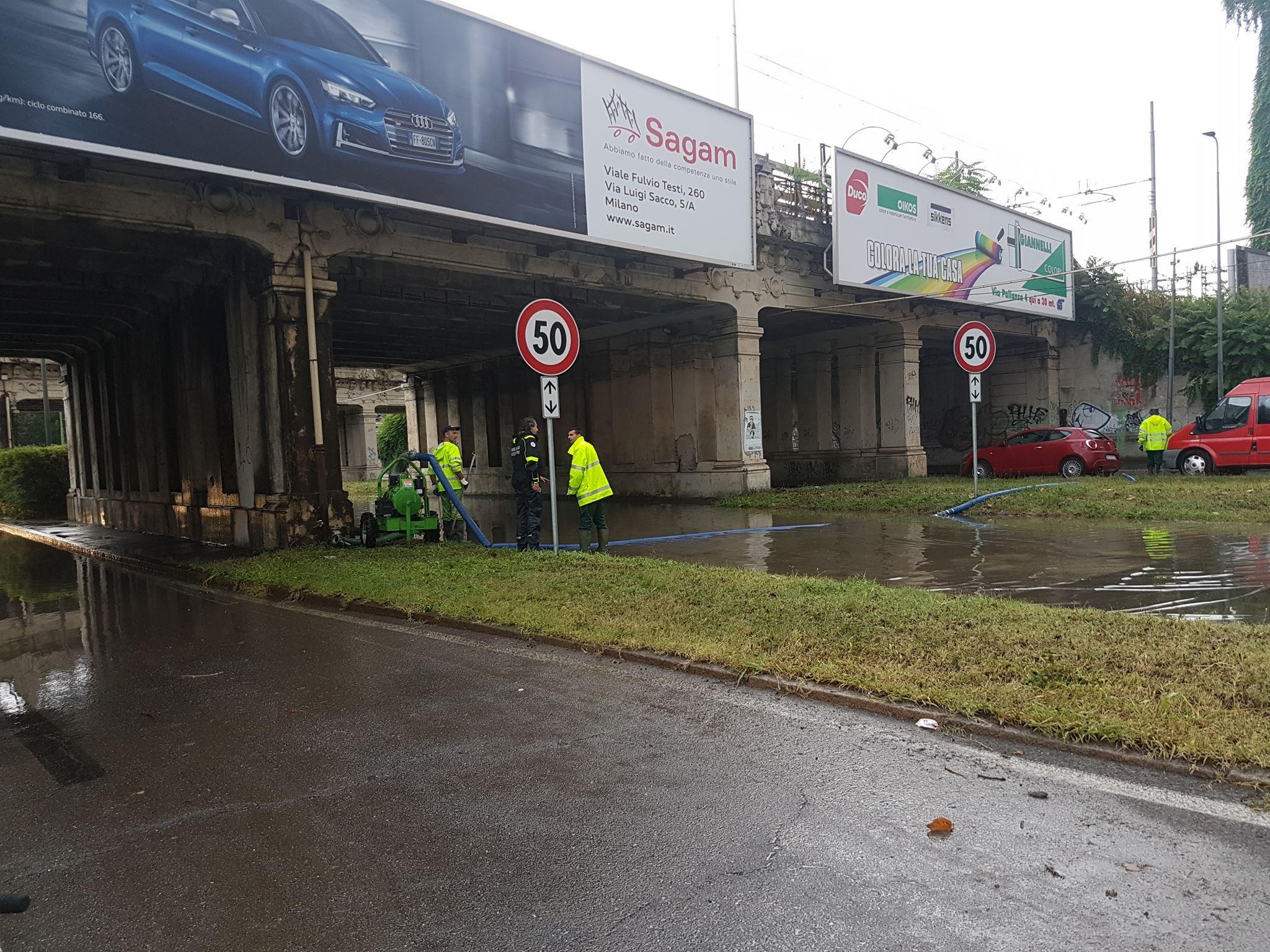 Milano, il maltempo non dà tregua: esonda il fiume Seveso, tromba d aria a Pozzo d Adda