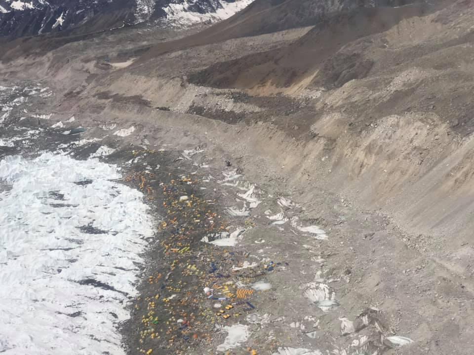 Nepal, spedizione raccoglie tre tonnellate rifiuti sull Everest