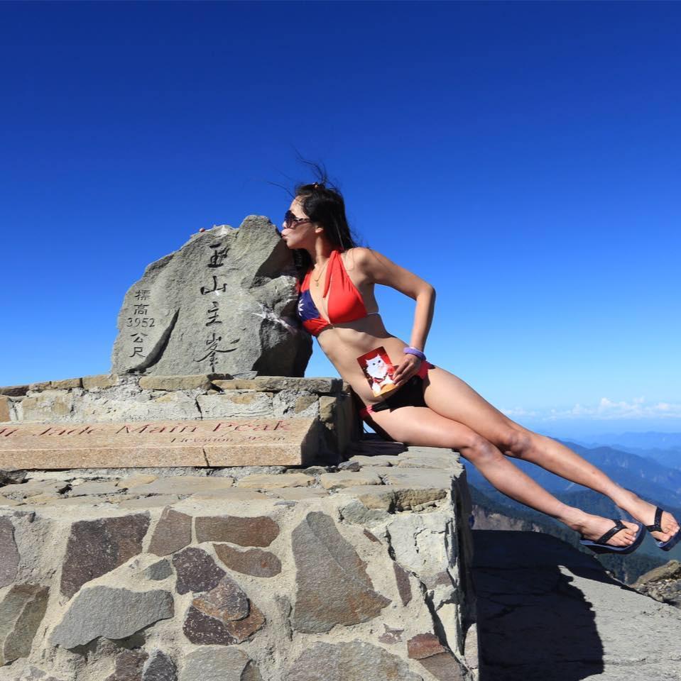Gigi Wu, l atleta taiwanese che scalava le montagne in bikini
