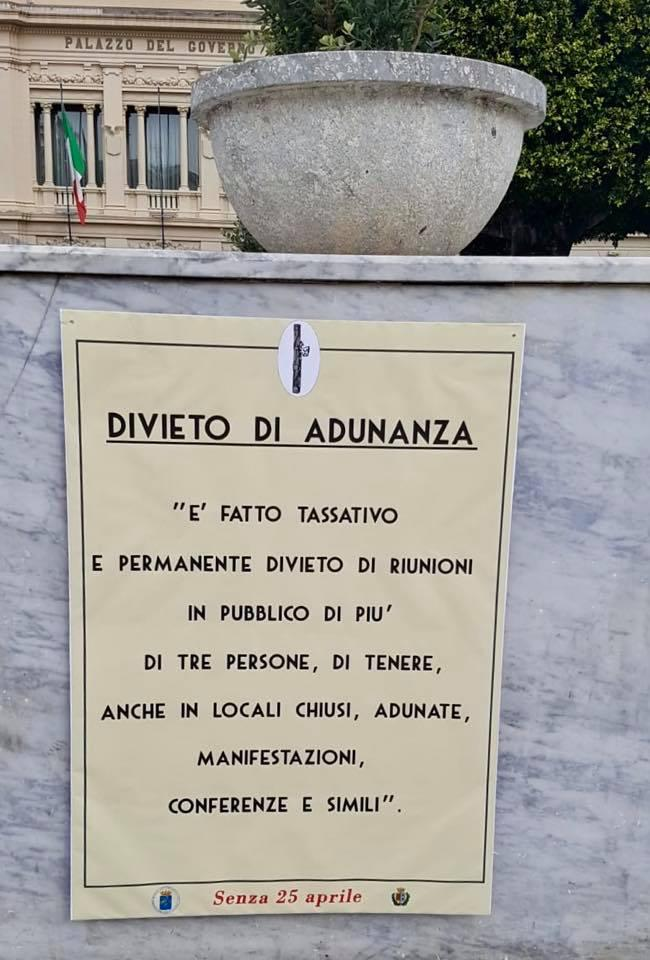 Senza 25 aprile , Reggio Calabria tappezzata di manifesti con le leggi fasciste