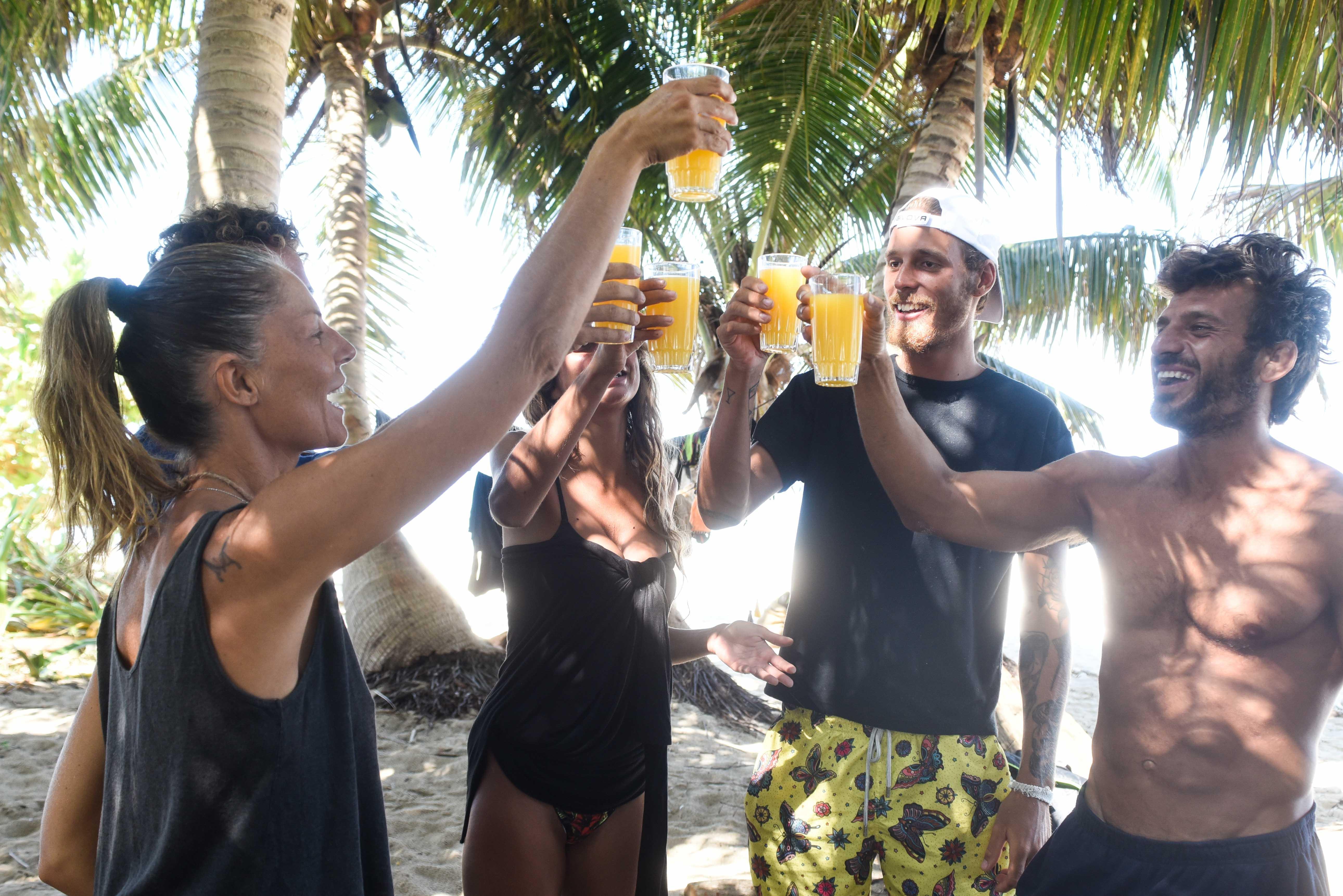 Isola dei famosi , i finalisti festeggiano a colazione