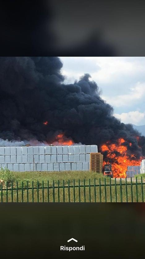 Avellino, violenta esplosione in una fabbrica: a Tgcom24 le foto dei residenti
