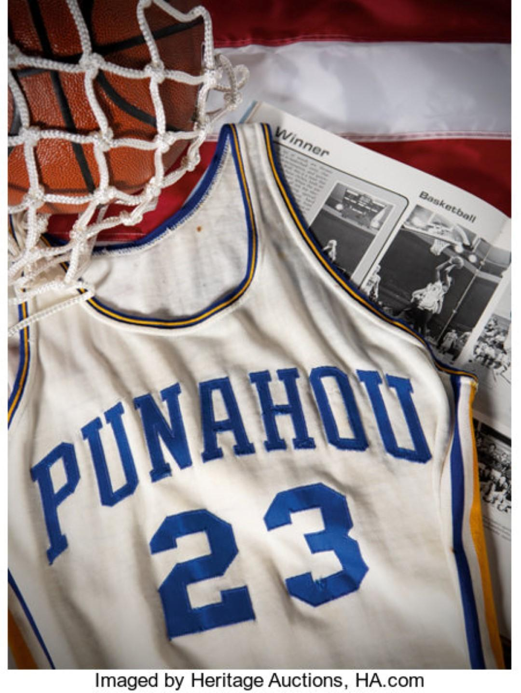 Obama e il basket: all'asta la maglia con cui giocava da ragazzo