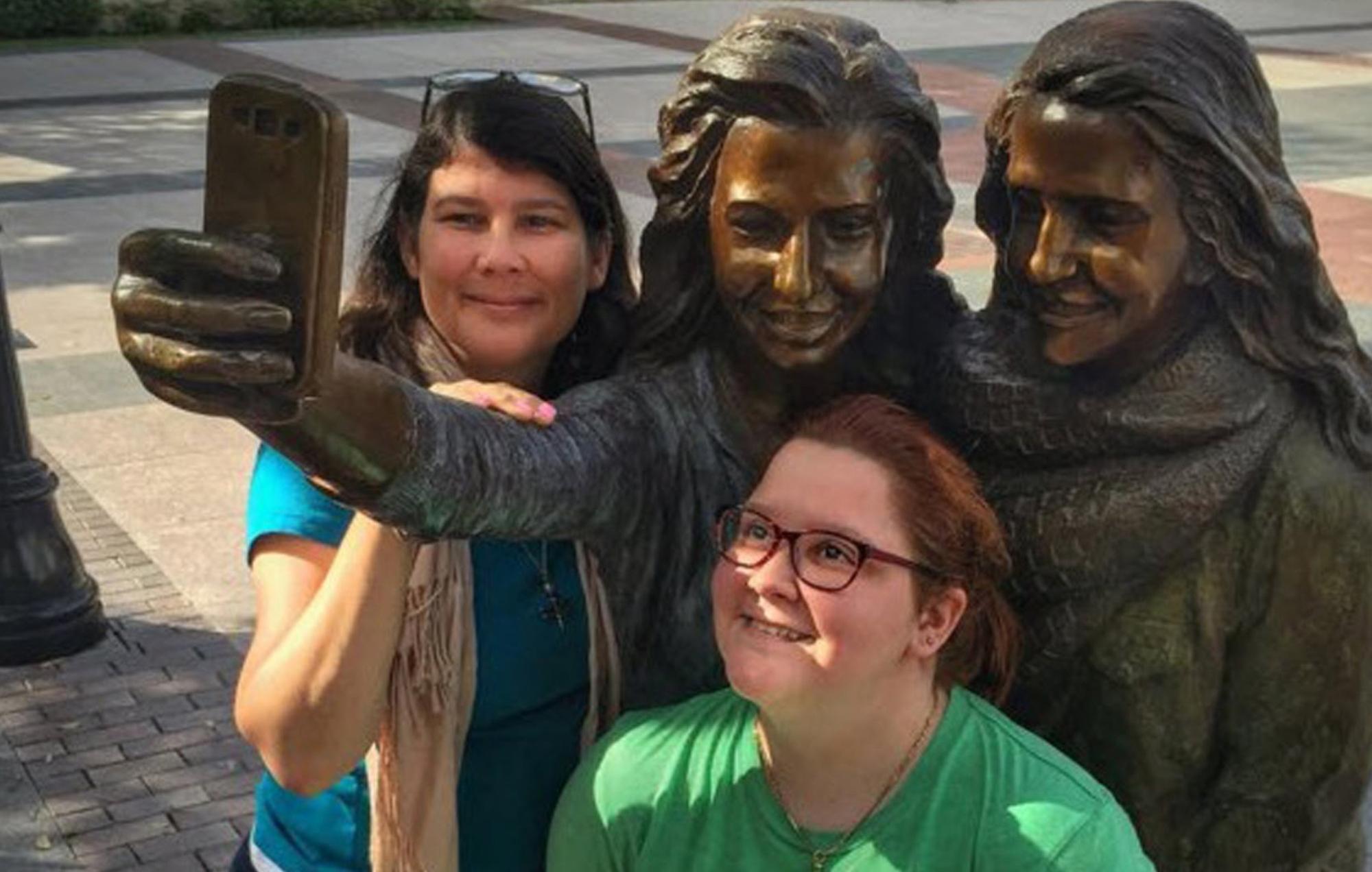 Texas, ecco la statua dedicata ai selfie