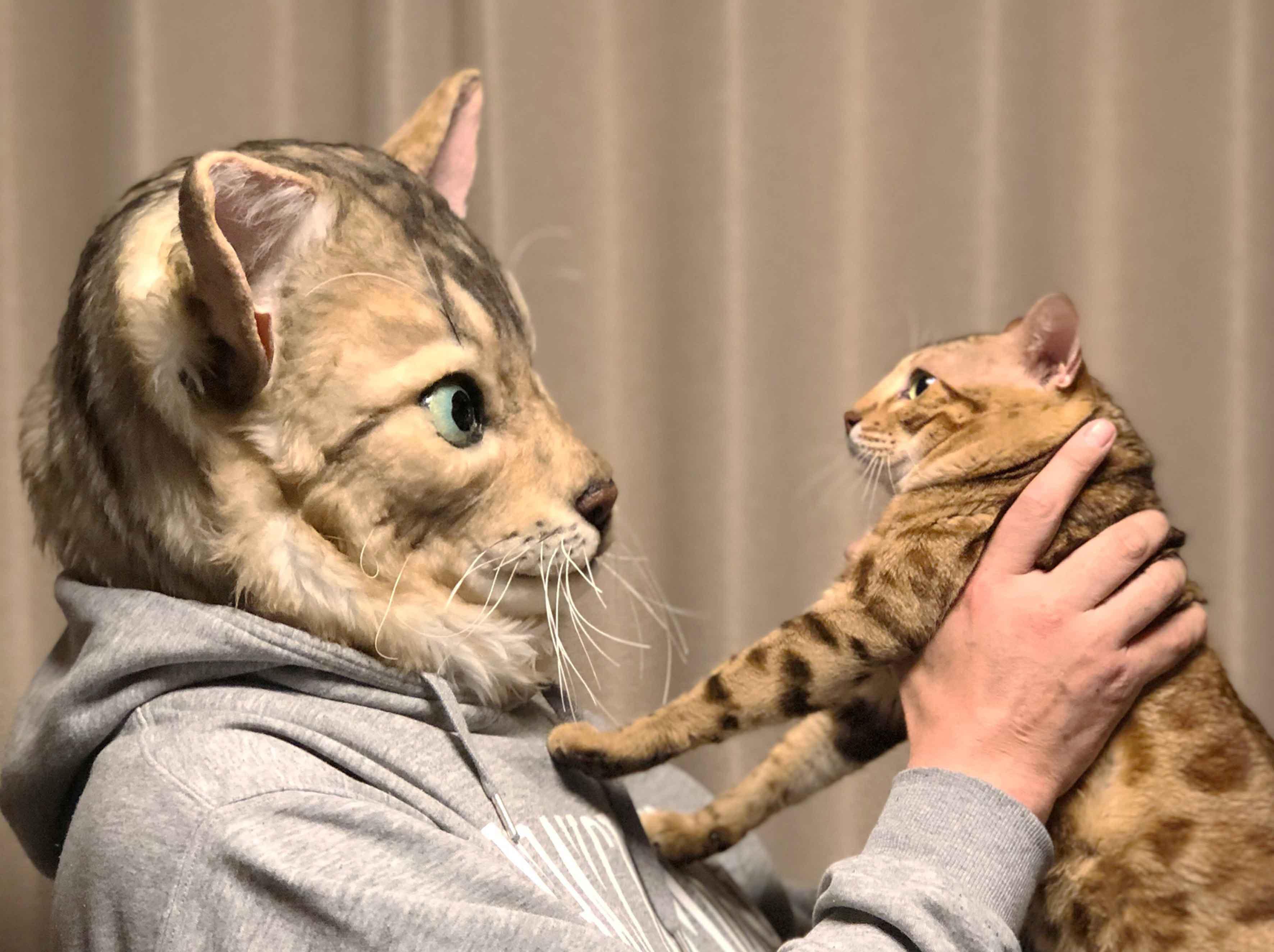 Giappone, ecco le maschere fedeli al muso dell animale domestico
