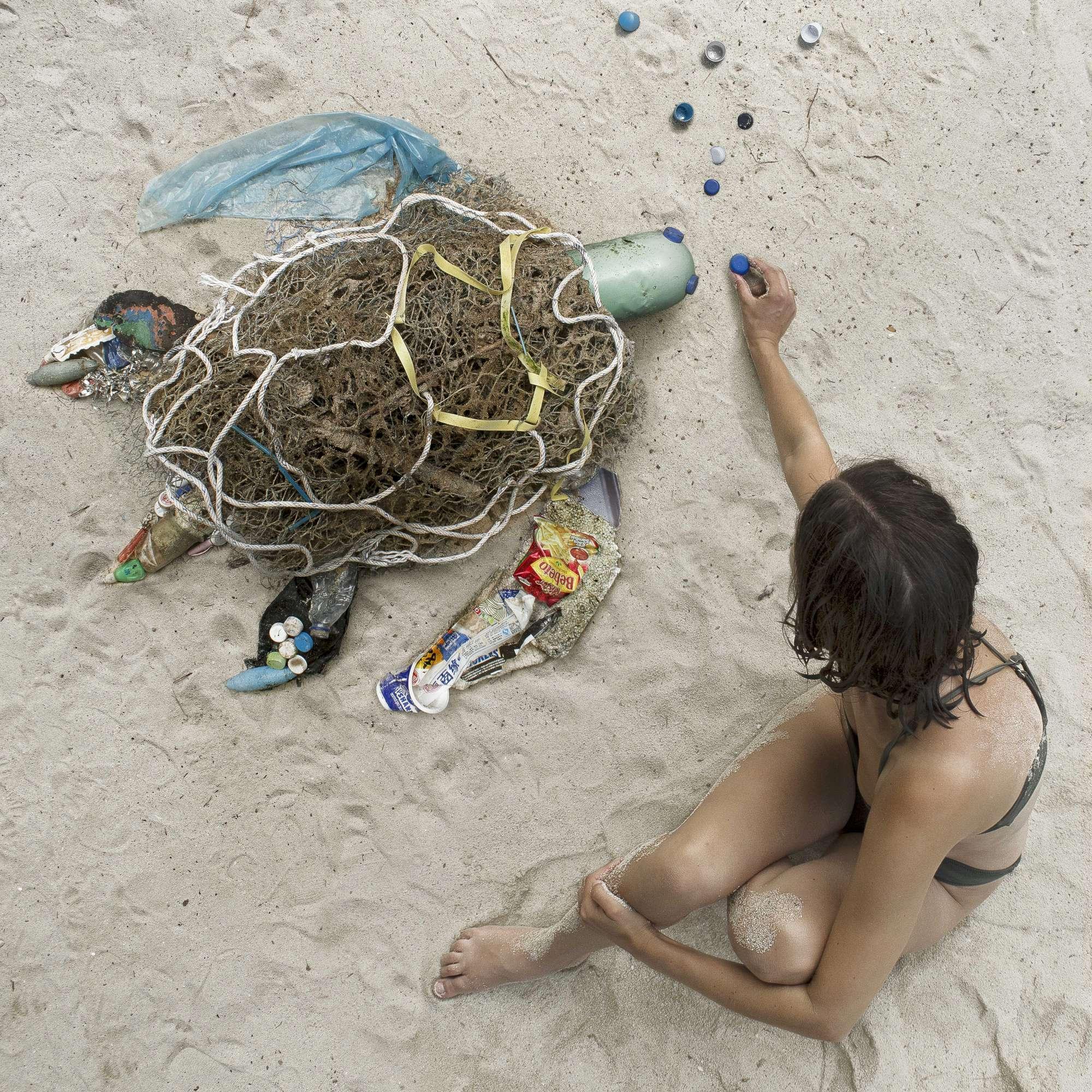 Dominique, l artista che raccoglie i rifiuti e li trasforma in vere opere