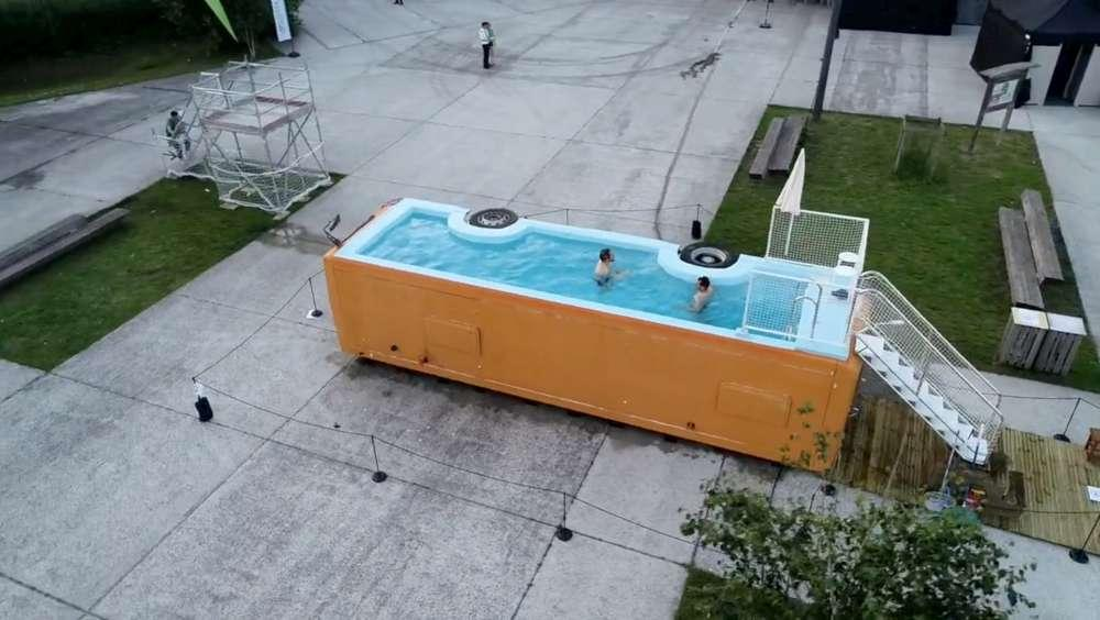 Francia, l autobus trasformato in piscina pubblica