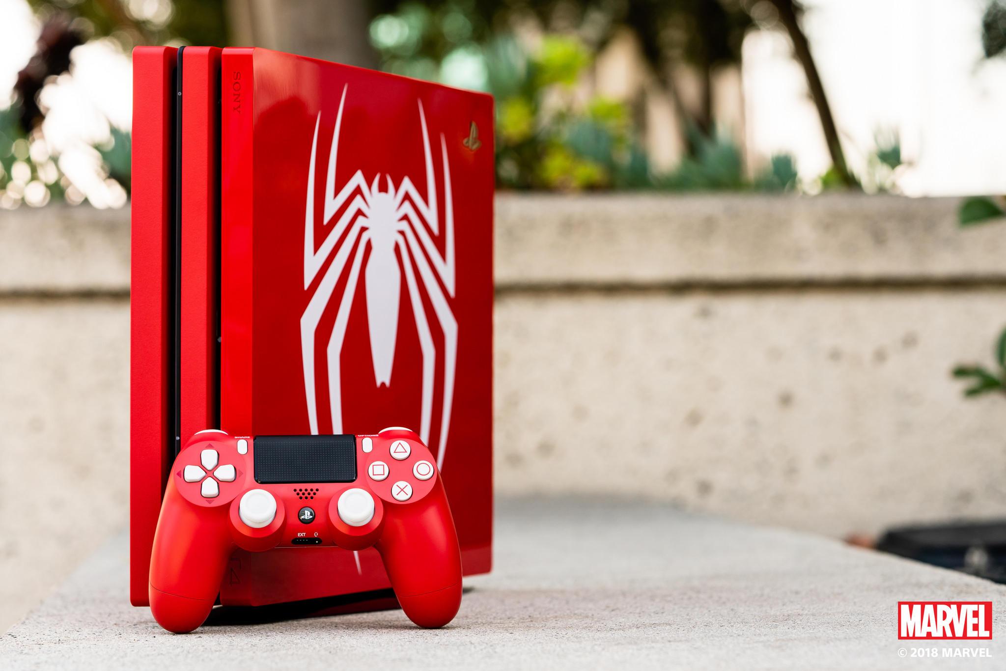 La PS4 Pro dell Uomo Ragno vista da vicino