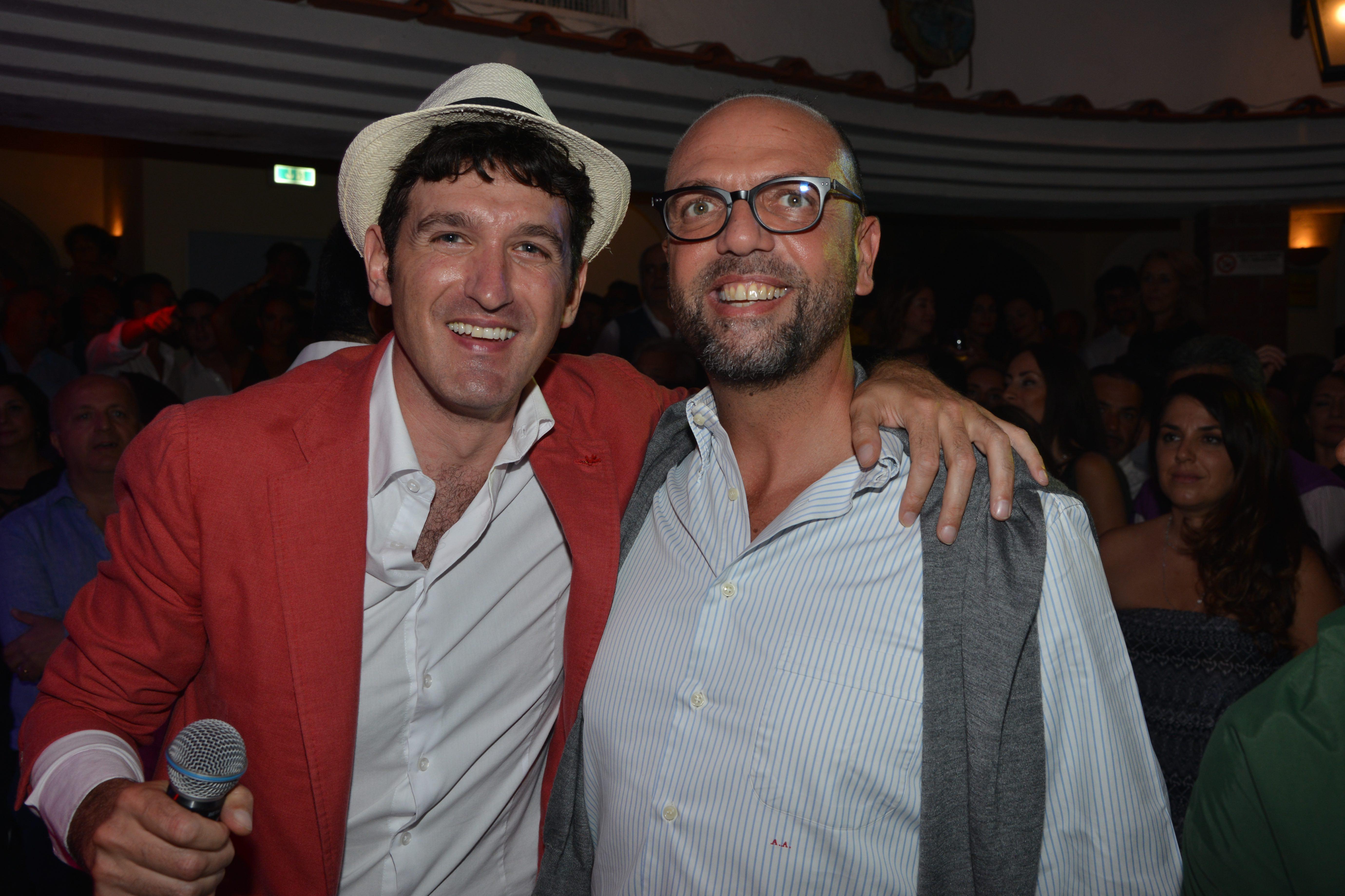 A Capri Angelino Alfano diventa cantante per una notte