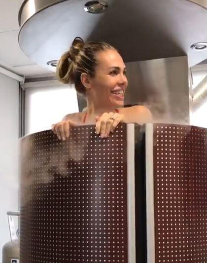 Ilary Blasi è stata  freezata : guarda che doccia fredda!