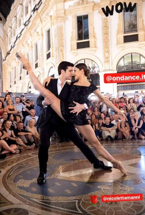 Tango in galleria: il flash mob di Roberto Bolle travolge Milano