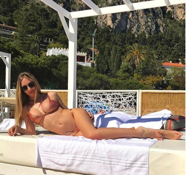 Laura Cremaschi in vacanza è... davvero  bonas