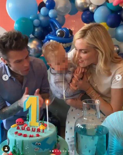 Ferragnez, colpo di scena al compleanno: Leone rigurgita sulla torta