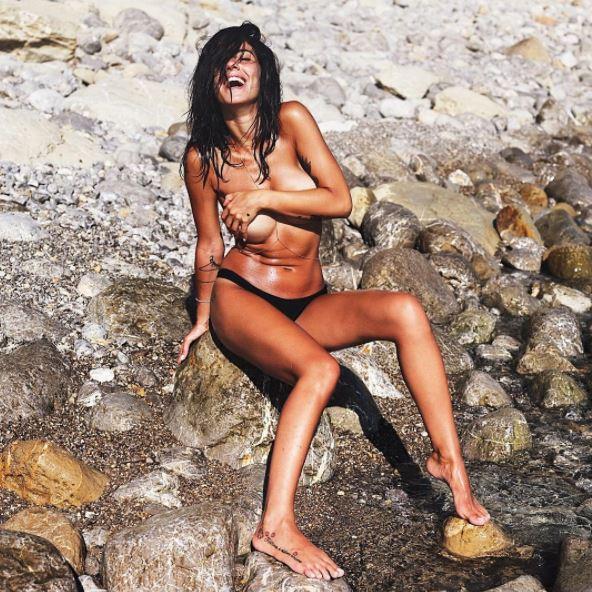 Topless e sideboob, l estate selvaggia di Giulia De Lellis