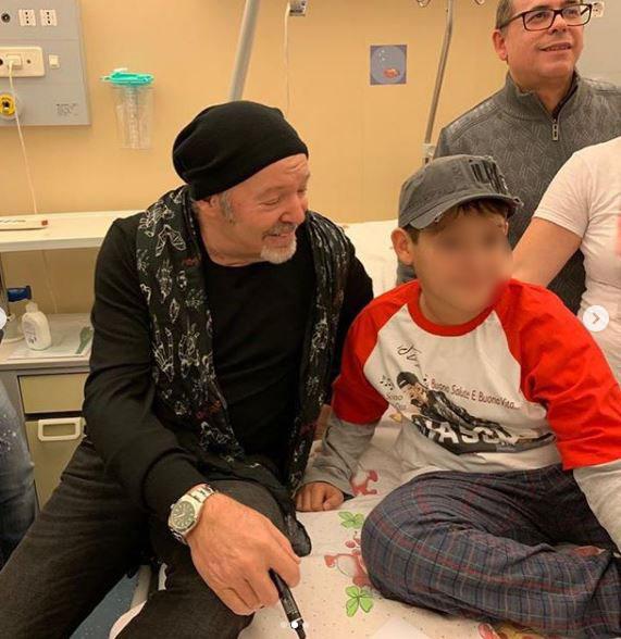 Vasco Rossi in visita ai bimbi malati