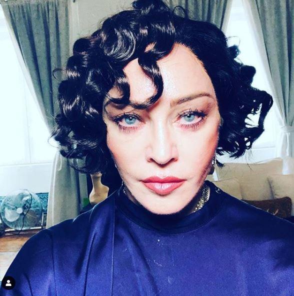 Madonna si fa riccia e corvina aspettando... la luna rossa