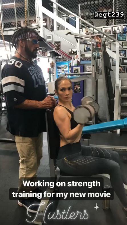 Jennifer Lopez, sexy al palo
