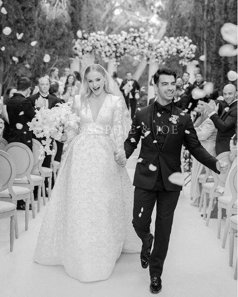Joe Jonas e Sophie Turner, il primo scatto ufficiale delle nozze