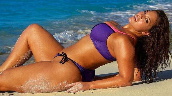 Ashley Graham scopre la sua cellulite