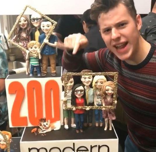 Modern Family , il cast festeggia l episodio 200