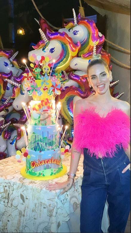 Chiara Ferragni sulle giostre, ultima pazzia per il compleanno