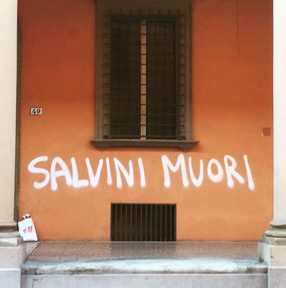 Scritta anti-Salvini il cantante dello Stato Sociale pronto a cancellarla