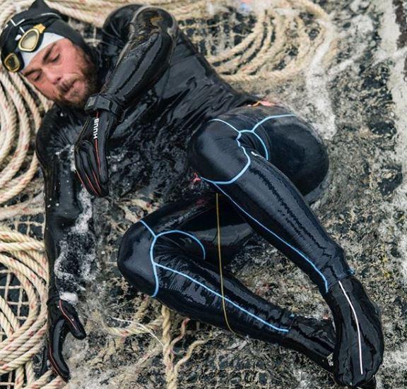 Circumnaviga a nuoto la Gran Bretagna in 157 giorni