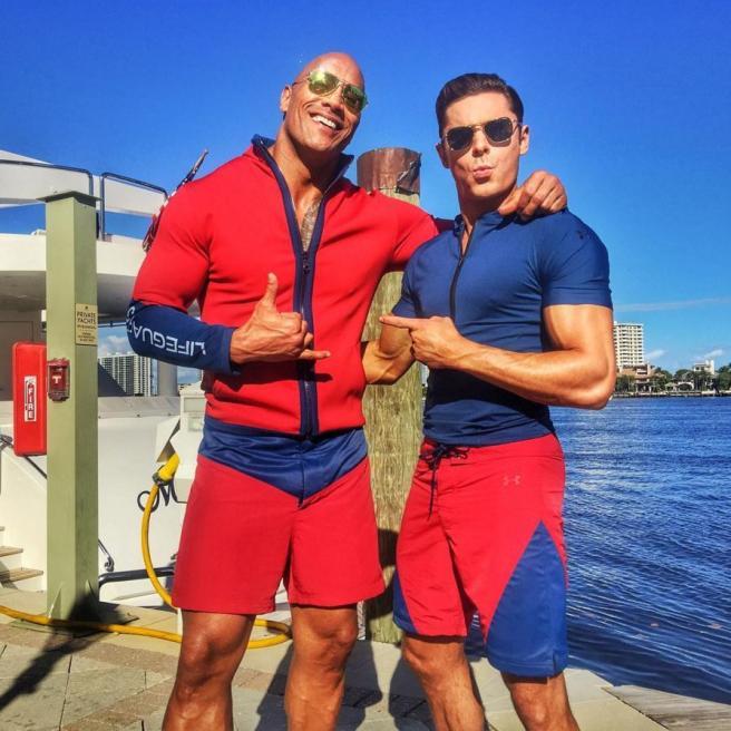 Baywatch , dalla serie al film: primi scatti dal set con The Rock e Zac Efron