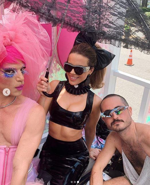 Orgoglio LGBTQ, Kate Beckinsale in latex, Heidi Klum tutta dipinta: le star festeggiano il Pride sui social