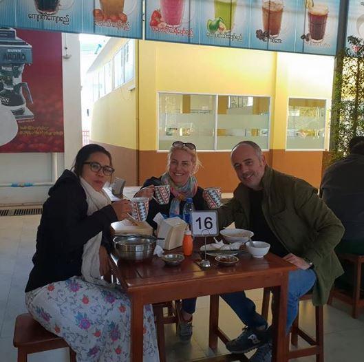 Antonella Clerici in Birmania con Vittorio Garrone