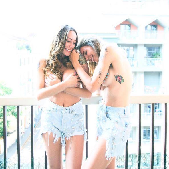 Guendalina Canessa e Karina Cascella festeggiano in topless