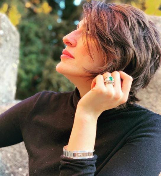 Elisa Isoardi replica a Salvini con un anello