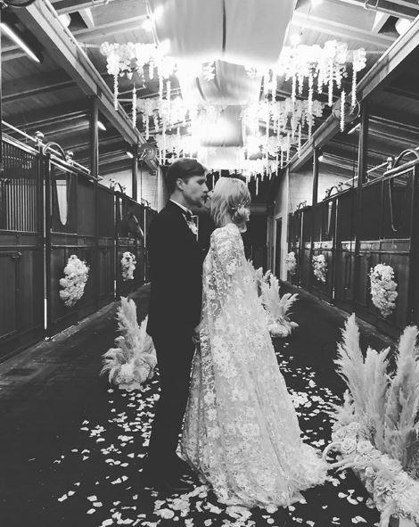Kaley Cuoco, le immagini delle nozze su Instagram